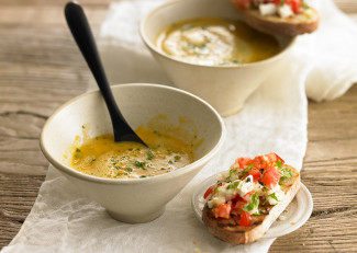 Creamed carrot soup with bruschetta