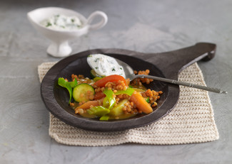 Oriental lentils and vegetables with ginger and yogurt sauce